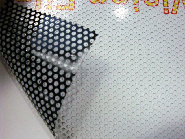 широкоформатная печать на перфорированной плёнке One Way Vision