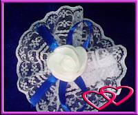 """Свадебные бутоньерки для свидетельниц на руку""""Роза в кружеве"""", цвета в ассортименте Синий"""