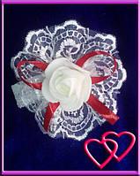 """Свадебные бутоньерки для свидетельниц на руку""""Роза в кружеве"""", цвета в ассортименте Красный"""
