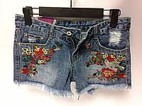 Стильные  джинсовые шорты с вышивкой