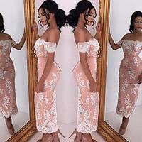 Нарядное платье миди приталенного силуэта со спущенными рукавами