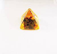 """""""пирамида"""" из янтарной смолы, желтая средняя"""
