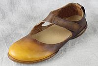 Кожаные туфли коричнево-желтые на низкой подошве весна лето 2017