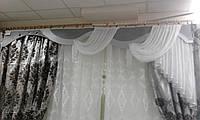 Бело-стальной ламбрикен с люверсами