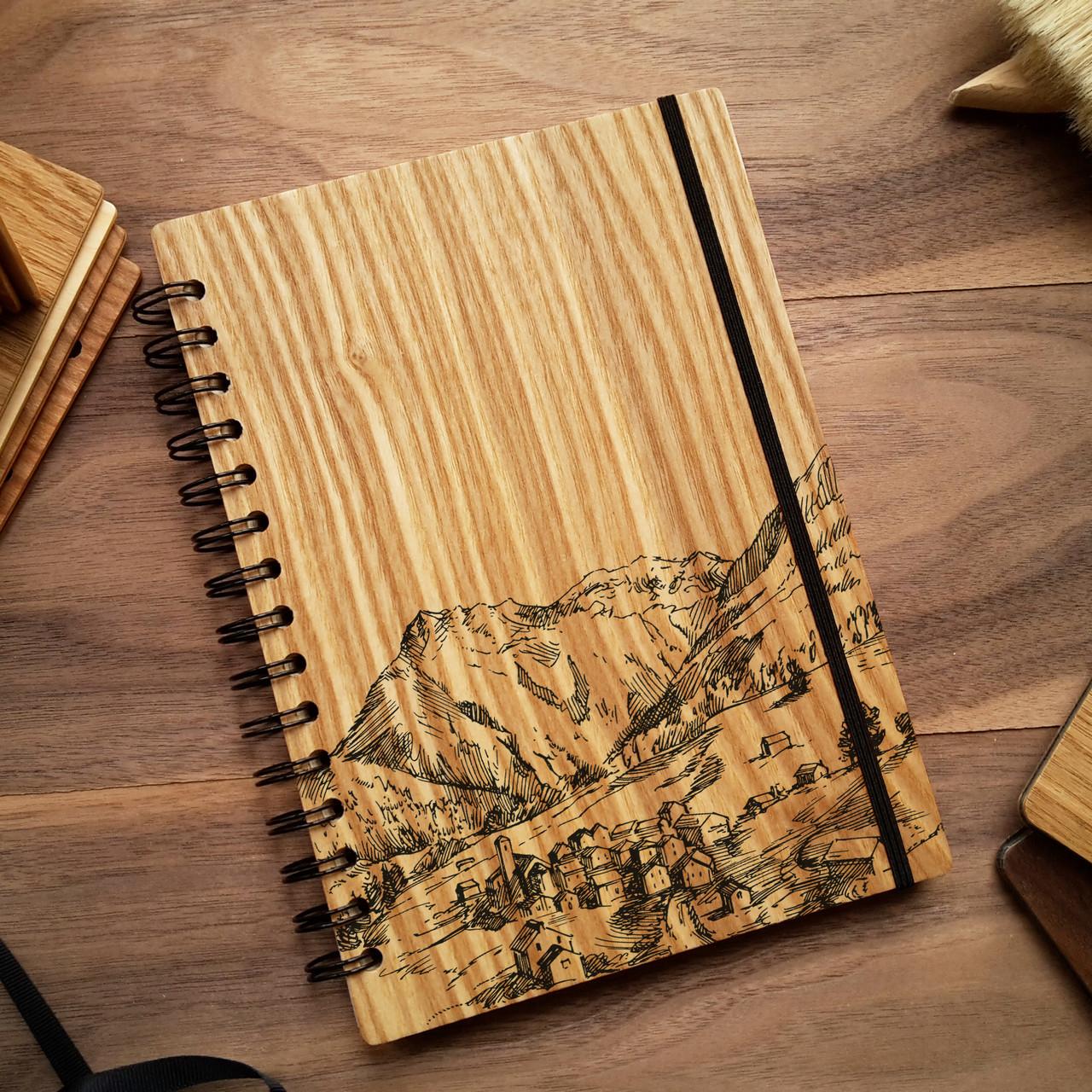 """Деревянный блокнот """"Посёлок в горах"""" А6 (бумага 105х148 мм)"""