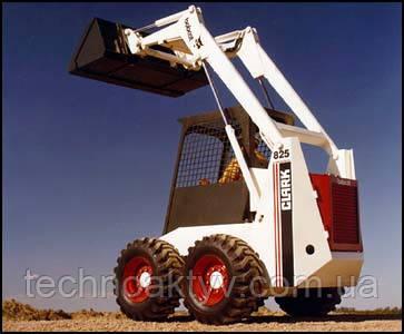В 1974 году ещё одна, более крупногабаритная, модель добавилась к ряду погрузчиков: «М-825» грузоподъёмностью 682 кг (1500 фунтов).
