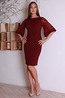 Бордовое женское платье с красивым гипюровым рукавом