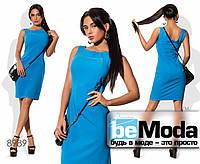 Деловое женское платье по фигуре с небольшим вырезом на спинке синее