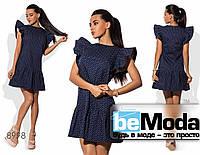 Нежное женское платье с воланами на рукавах и по краю низа синее
