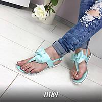 Модные силиконовые босоножки голубого цвета на низком ходу