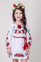 Детское вышитое платье с маками и васильками
