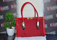 Красная сумка Саквояж замшевая со стразами.