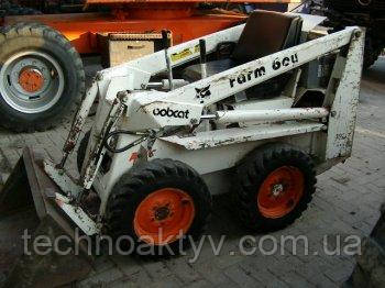 В 1985 году на рынке сельскохозяйственных товаров был представлен малогабаритный вариант погрузчика «Бобкэт» - «Фармбой», отличавшийся низкой стоимостью.