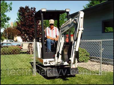 с 1986 года - Мелроу стали выпускать мини-экскаватор Bobcat