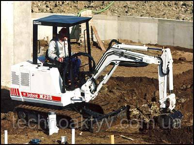 В 1993 году было создано третье поколение мини-экскаваторов «Бобкэт» - серия «300-х» моделей. Обновлённые версии ранее созданных моделей, которые обладали рядом дополнительных функциональных характеристик, в том числе многофункциональной гидросистемой, появились в 1996 году и составили новую серию моделей «С».
