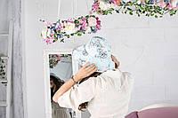 Нежно-голубая шляпа в серые розы