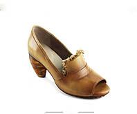 Кожаные туфли на каблуке коричневые новинка 2017