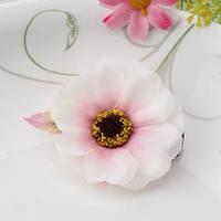Заколка цветок бежевая/бижутерия/цвет бежевый