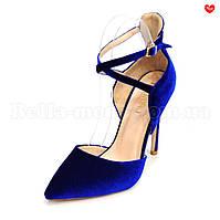 Женские бархатные туфли  с ремешком на шпильке