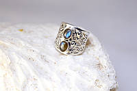 Серебряное кольцо с лабрадором  ажурное 17 р