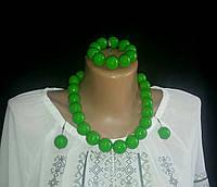 Модные деревянные бусы зелёные