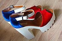 """Босоножки """"Красно/синие"""" на каблуке, велюр."""