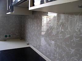 на этой кухне длинная панель имеет размер почти 2,5 метра, а поэтому подъём на 8 этаж жилого дома, осуществлялся вручную