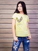 Однотонная женская футболка с ажурной вставкой