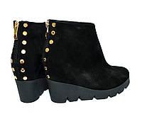 Стильные женские замшевые ботинки на платформе. Зимний вариант