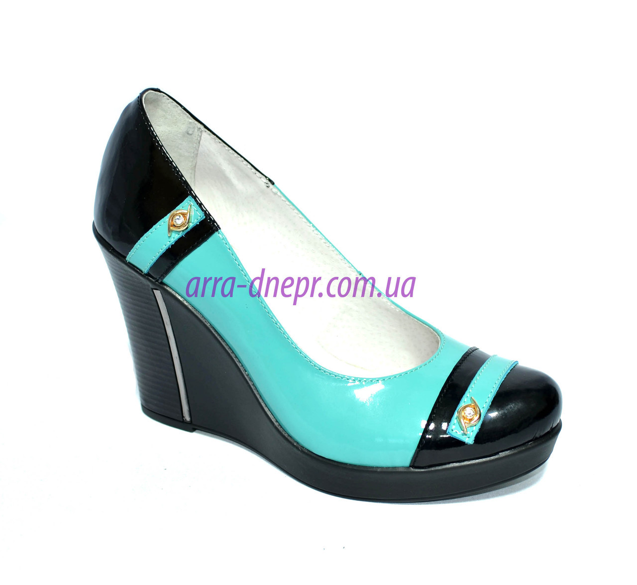 Женские туфли на платформе, натуральная лаковая кожа.