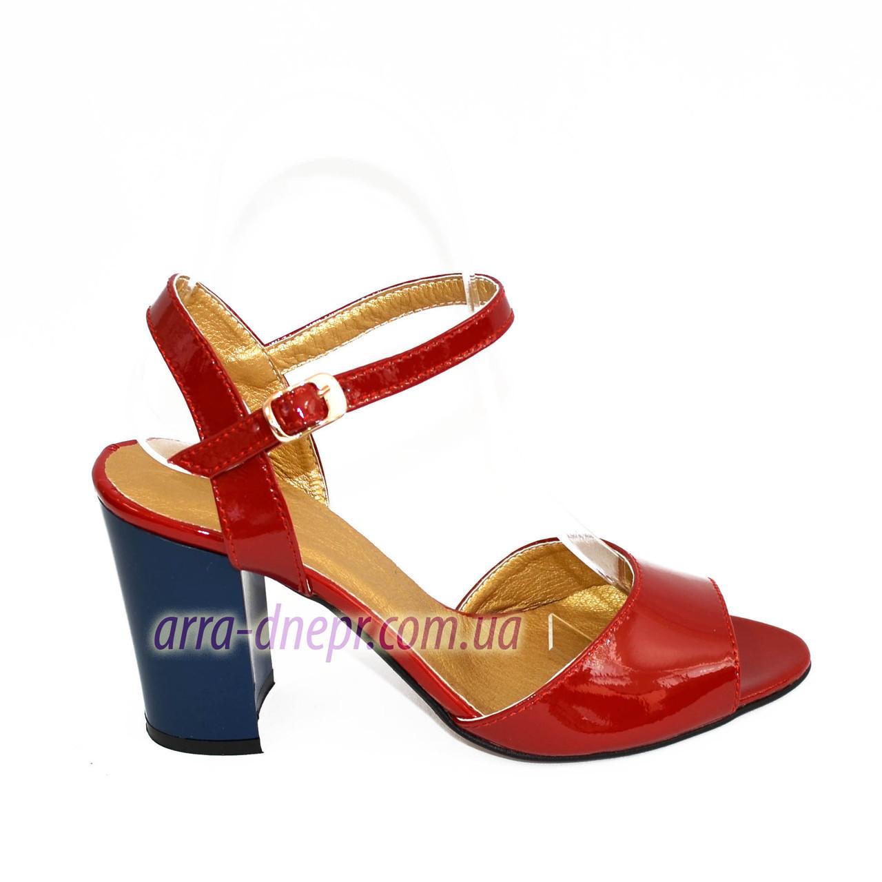 Женские лаковые босоножки на устойчивом каблуке, цвет красный