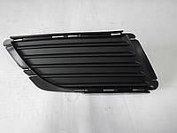 Решетка в передний бампер без дырки под галогенку правая Combo 03-10