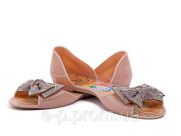Модные балетки с декором.
