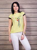 Красивая женская футболка с ярким принтом