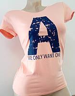 Женская футболка с надписью на груди