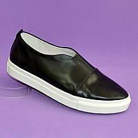Женские черные туфли на утолщенной белой подошве, натуральная кожа черного цвета.
