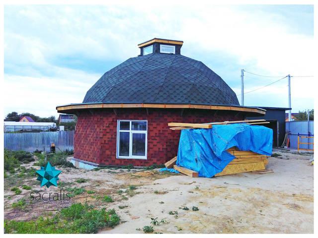 Покрытие купольного дома битумной черепицей и остекление Состояние на 24 мая 2017