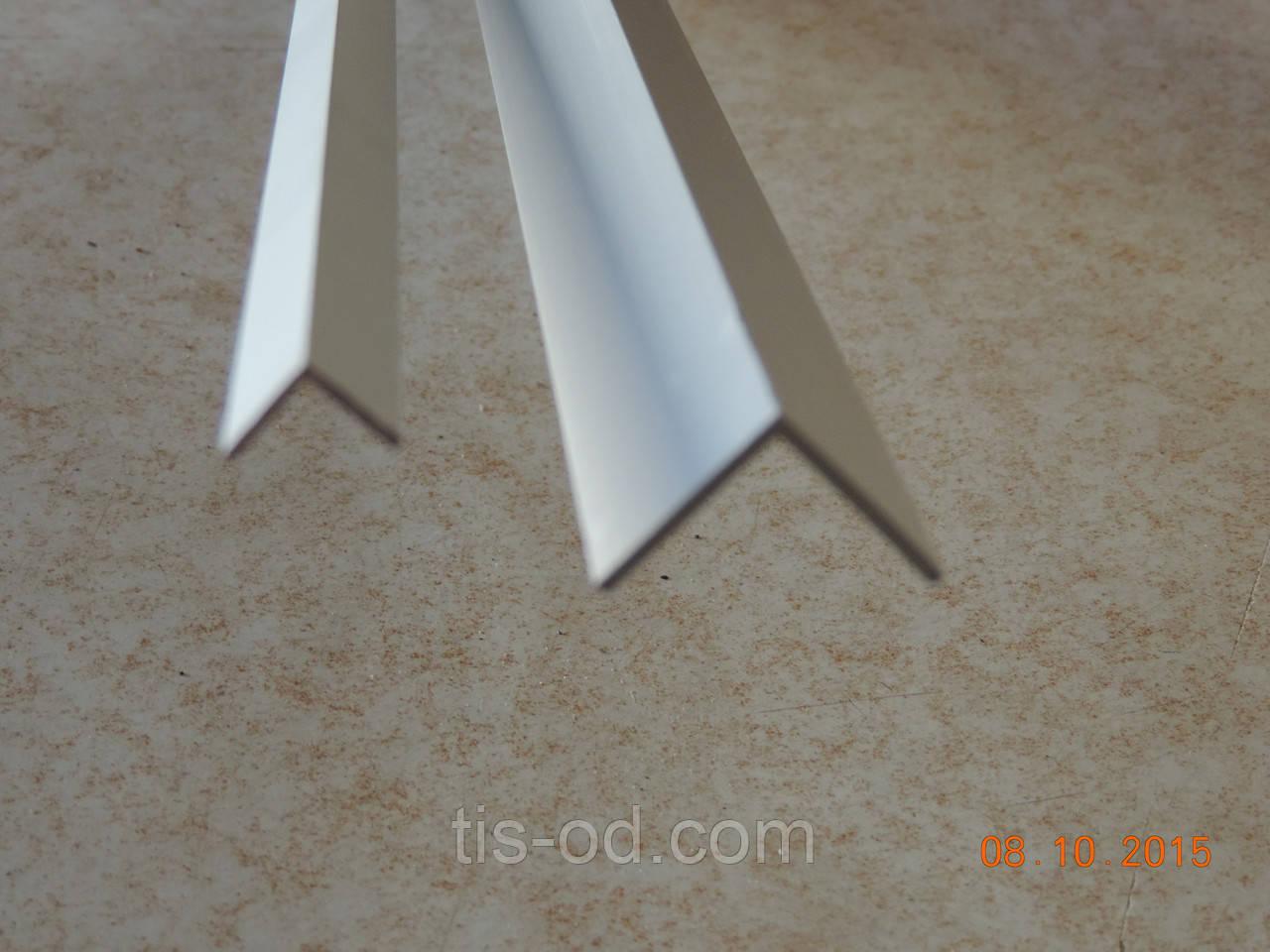 Угол защитный пластиковый 50*50 мм