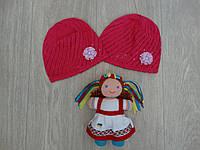 Летняя вязанная шапочка для девочки малиновая р.52-54