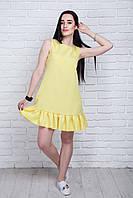 Милое короткое платье желтого цвета с оборкой по нижнему краю