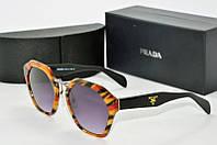 Солнцезащитные очки фигурные Prada оранжевые