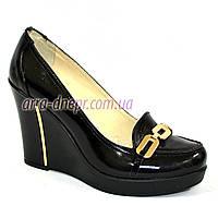 Женские лаковые туфли на устойчивой высокой платформе