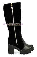 Женские демисезонные сапоги на устойчивом каблуке, декорированы молнией. Натуральная кожа и замш.
