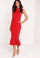 Облегающее красное платье миди