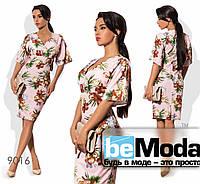 Модное женское платье средней длины из вискозы с цветочным принтом розовое