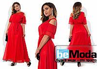 Нарядное женское длинное платье с открытыми плечами и вставкой из макраме красное