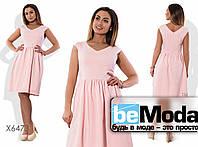 Милое женское платье с облегающим верхом и пышной юбкой розовое