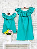 Комплект одинаковых платьев мама и дочка из стрейч коттона с воланом на плечах