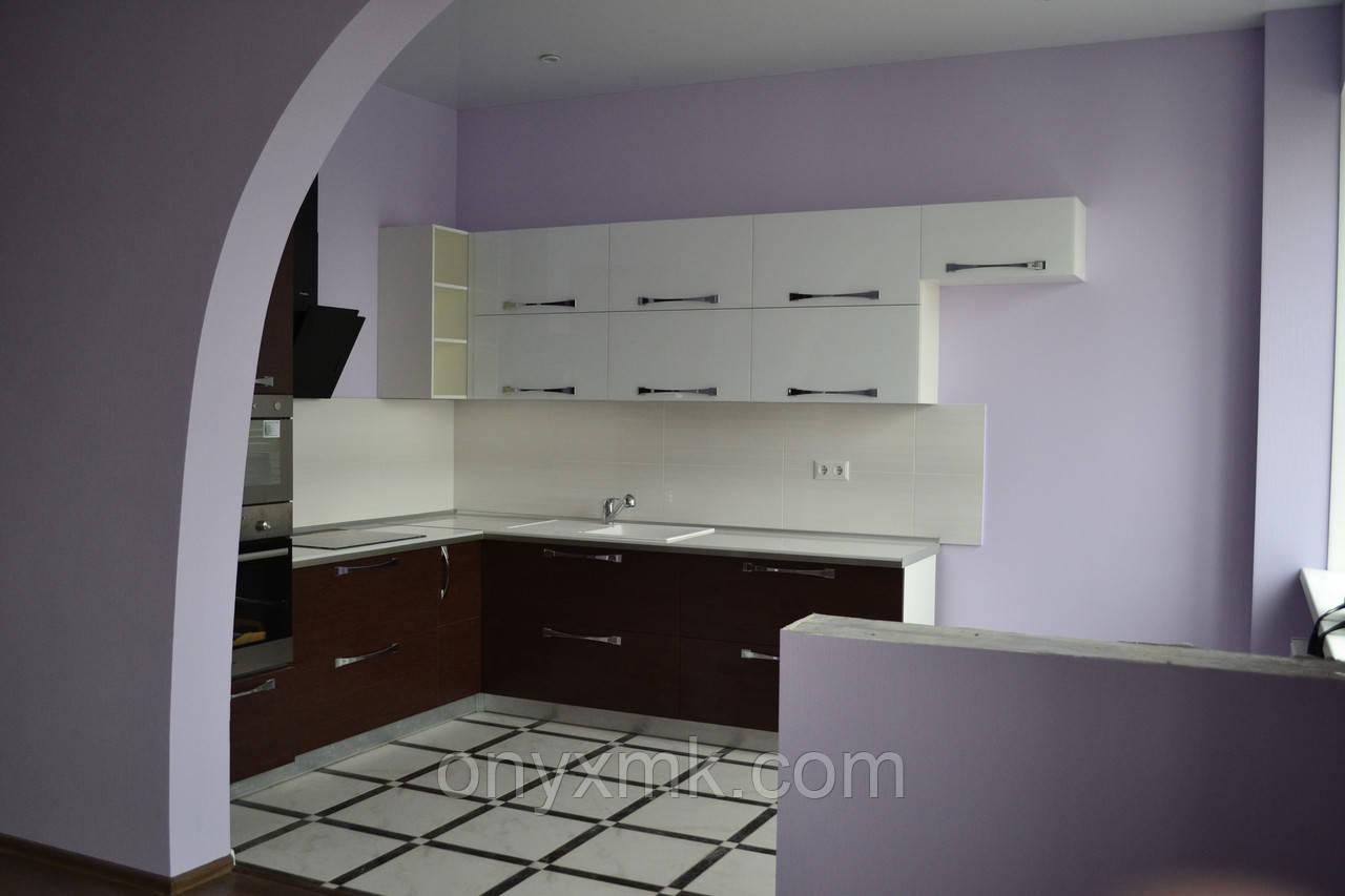 Угловая кухня - Фасад стекло и венге