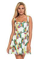Короткое платье с попугаями